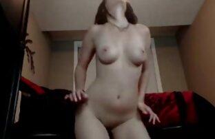 Երիտասարդ աղջիկը ցանկանում վեբ պոռնո է masturbate.